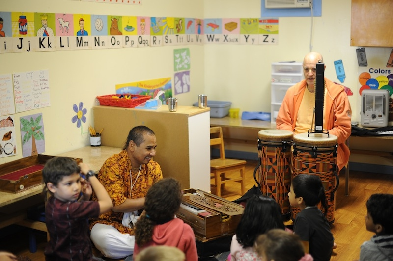 H.H Gunagrahi Swami Stops by for Some Kirtan!