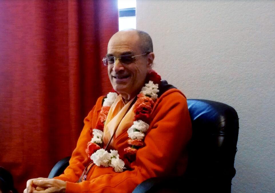 HH Bir Krishna Goswami Brings Prabhupada